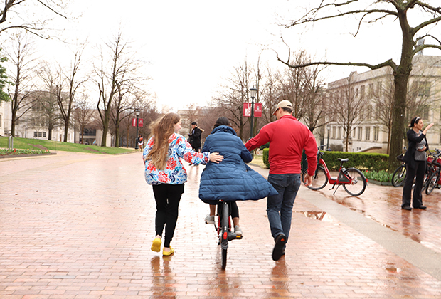 Teaching a student to ride a bike